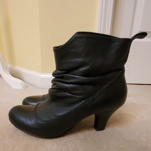 Steve Madden leather black booties size 9
